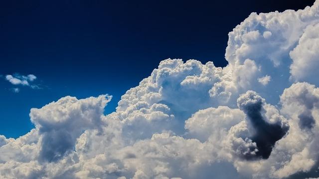clouds-2329680_960_720.jpg