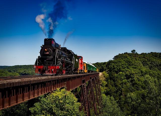 train-1728537_960_720.jpg